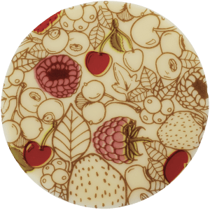 piece en chocolat avec des dessins de fruits rouges